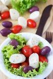 Frischer Salat des Herzens der Palme (palmito), Kirschtomaten, Oliven Stockfotos