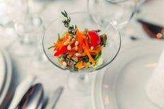 Frischer Salat im Restaurant Lizenzfreies Stockbild