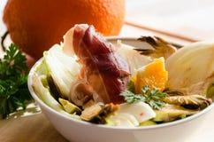 Frischer Salat mit Orange Lizenzfreies Stockfoto