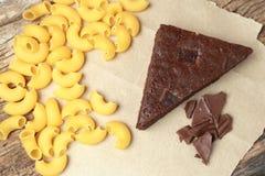 Frischer Schokoladenkuchen von der Herstellung selbst gemacht stockfoto