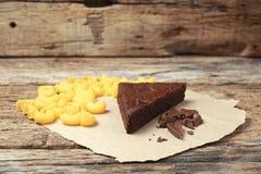 Frischer Schokoladenkuchen von der Herstellung selbst gemacht lizenzfreies stockbild