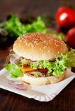 Frischer selbst gemachter Cheeseburger Stockfoto