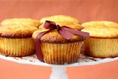 Frischer selbst gemachter kleiner Kuchen zum zu stehen Stockfoto