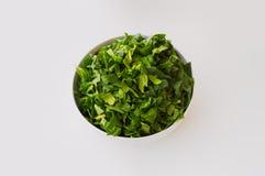 Frischer Spinat getrennt auf Weiß Stockfotografie