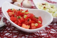 Frischer Tomatensalat lizenzfreie stockfotos