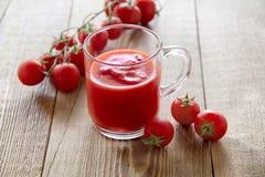 Frischer Tomatesaft Stockfoto