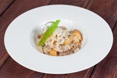 Frischer und heller, Fleischsalat vom verschiedenen und appetitanregenden Gemüse lizenzfreie stockfotografie