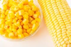 Frischer und konservierter Mais Lizenzfreie Stockbilder