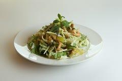 Frischer Waldorfsalat mit dem Apfel-Trauben und Kleiden Stockbild