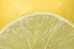 Frischer Zitronensaft von der Zitrone Stockfotos