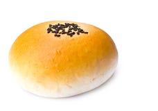 Frisches Brot mit dem indischen Sesam getrennt Stockfoto