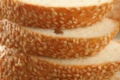Frisches Brot mit indischem Sesam lizenzfreie stockfotografie