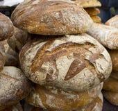 Frisches Brot und Rolls an der Messe Lizenzfreie Stockfotografie