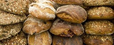 Frisches Brot und Rolls an der Messe Stockbild