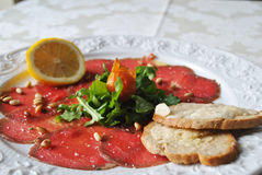 Frisches carpaccio Stockfoto