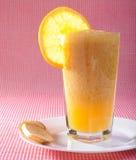 Frisches Cocktail des Orangensaftes Lizenzfreie Stockfotografie