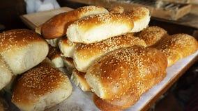 Frisches Gebäck in einer ländlichen Bäckerei Stockbild