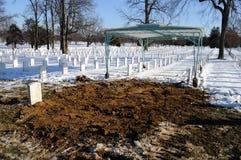 Frisches Grab am Arlington-Kirchhof Stockfotos