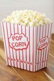 Frisches köstliches Popcorn Lizenzfreie Stockbilder