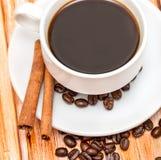 Frisches Kaffee-Getränk zeigt Bean Cafe And Brew an lizenzfreie stockfotos