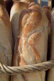 Frisches krustiges weißes französisches Brot stockbild