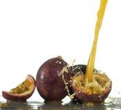 Frisches Maracujafruchtsaftspritzen Stockfotografie