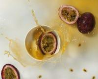 Frisches Maracujafruchtsaftspritzen Lizenzfreie Stockfotografie