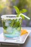 Frisches mojitos Cocktail mit Nachos Stockbild
