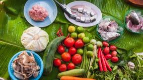 Frisches Obst und Gemüse und Fische Stockfotos
