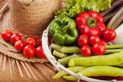 Frisches Obst und Gemüse zu kochen Stockbild