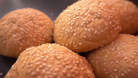 Frisches organisches Brot backte mit gesunden Samen des indischen Sesams Lizenzfreie Stockbilder