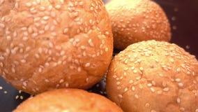 Frisches organisches Brot backte mit gesunden Samen des indischen Sesams Lizenzfreies Stockbild