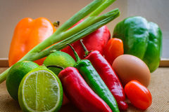 Frisches organisches selbstgezogenes Gemüse Stockfotografie