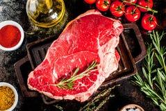 Frisches rohes Fleisch-, Lamm- oder Rindfleischsteak Lizenzfreie Stockfotos