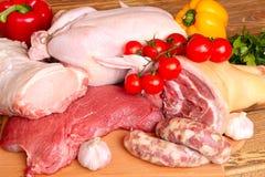 Frisches rohes Fleisch - Rindfleisch, Schweinefleisch, Huhn stockfoto
