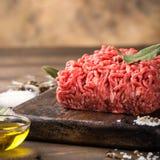 Frisches rohes Rindfleischhackfleisch lizenzfreie stockbilder
