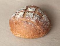 Frisches rundes Brot Stockfotografie