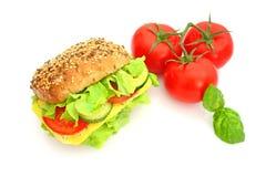 Frisches Sandwich mit Käse und Gemüse Stockbild
