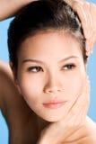Frisches sauberes Gesicht der jungen Frau Stockfotografie