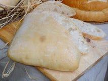 Frisches selbst gemachtes bulgarisches Brot Stockfotos
