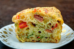 Frisches selbst gemachtes Pizza-Muffin stockfotografie