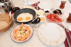 Frisches türkisches Frühstück auf Tabelle Lizenzfreie Stockbilder