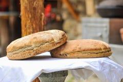 Frisches traditionsgemäß gebackenes Brot Lizenzfreies Stockbild
