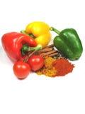 Frisches und gebratenes Gemüse und Gewürze Lizenzfreies Stockfoto