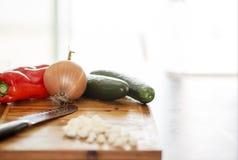 Frisches Vegggies bereit zu einem Salat lizenzfreie stockfotografie
