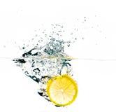 Frisches Zitronenscheibenspritzen Lizenzfreies Stockfoto