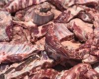 Frischeschweinefleischrippen entbeint Scheiben ausbessern vorbereitete Bestandteile für den Verkauf in der Gipfelsansicht des neu Lizenzfreies Stockbild