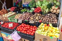 Frischgemüse bereit zum Verkauf am Landwirtmarkt Lizenzfreie Stockfotografie