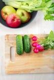 Frischgemüse in der Küche lizenzfreie stockfotos