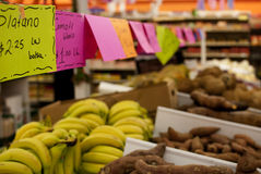 Frischgemüse an einem mexikanischen Supermarkt lizenzfreies stockfoto